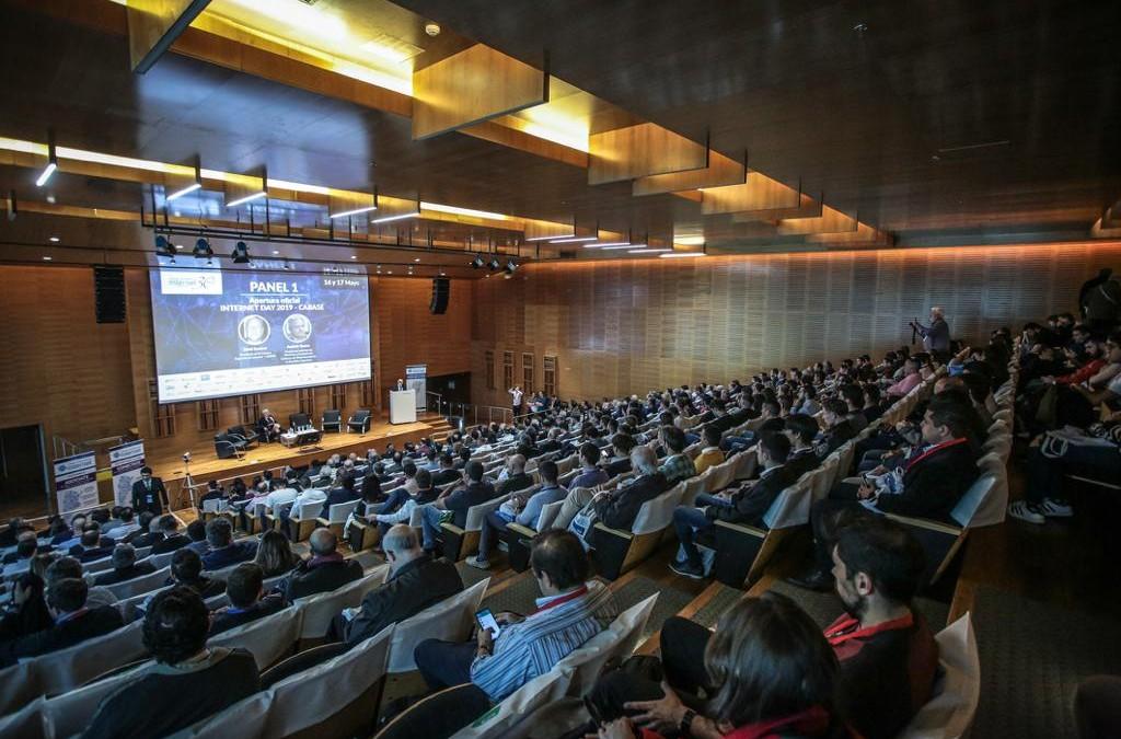Día de Internet: la industria del sector celebra debatiendo sobre infraestructura y conectividad de cara al 2030